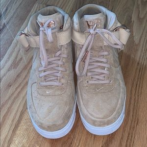 Victor Cruz Air Force 1s